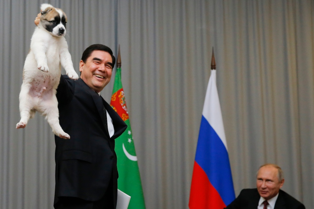 This image has an empty alt attribute; its file name is turkmenistan-cu-un-caine.jpg